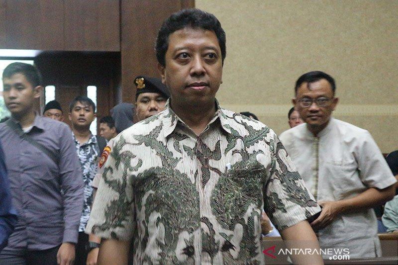 Eks Ketua Umum PPP Romahurmuziy keluar dari penjar