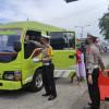 Mudik Dilarang, Kendaraan Pekerja di Surabaya Dikasih Stiker Khusus