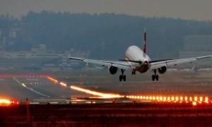 Pesawat Mendarat Darurat Gara-gara Suami Ketahuan Selingkuh
