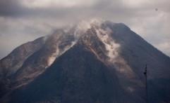 BNPB: Awan Panas Gunung Agung Berbeda dengan Gunung Sinabung