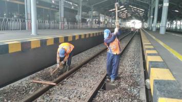Kereta Api Jarak Jauh Disetop hingga Mei, KAI Perbaiki Sarpras di Stasiun