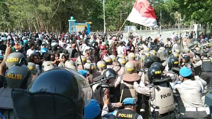Demo Mahasiswa Kendari Berlangsung Ricuh