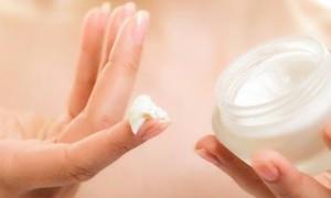 Body Lotion atau Sunscreen, Haruskan Pakai Keduanya?
