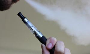 Pengguna Rokok Elektrik 5 Kali Lebih Rentan Terinfeksi COVID-19