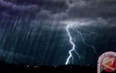 BMKG Prakirakan Jakarta Hujan Disertai Petir Hari Ini