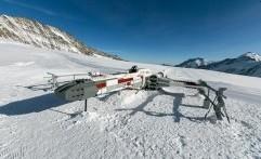 Pesawat X-Wing Star Wars dari LEGO 'Terbang' Sampai Pegunungan Swiss