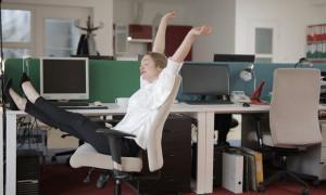 Atasi Nyeri Pinggang dengan 5 Gerakan Yoga Sederhana