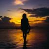 Starter Pack Orang Indonesia Salah Kostum ke Pantai