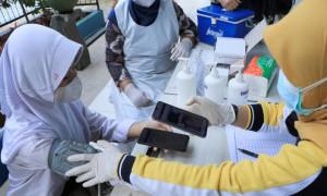 Tangerang Uji Coba Daftar Online Vaksin Khusus Pelajar Pakai Gawai