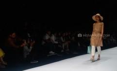 Gaya Chic nan Nyaman Untuk Liburan di Panggung Jakarta Fashion Week