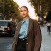 Perpaduan Streetstyle dan Heels Bangkit di Paris Fashion Week 2021