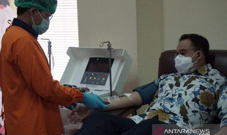 Kenapa Anies Tak Undang Influencer Saat Peluncuran Vaksinasi di Jakarta?