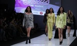 Peragaan Busana Luna Maya X Hartono Gan di Jakarta Fashion Week 2018