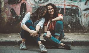 Jangan Tinggalkan Sahabat Bila Putus Cinta, Hiburlah
