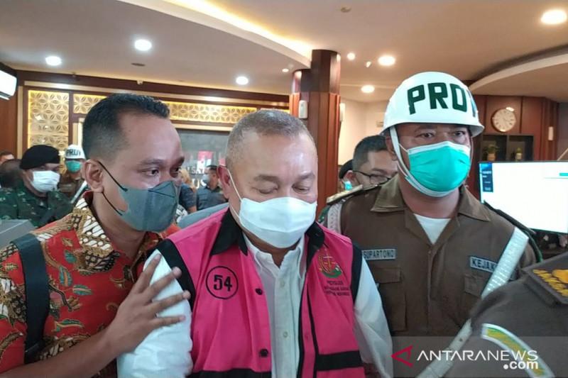 Mantan Gubernur Sumatera Selatan Alex Noerdin ditetapkan sebagai tersangka kasus dugaan tindak pidana korupsi pembelian gas bumi oleh BUMD Perusahaan Daerah Pertambangan dan Energi (PDPDE) Sumsel periode 2010-2019, Kamis (16/9/2021). ANTARA/Laily Rahmawaty