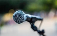 Musisi Populer yang Mengawali Karier Sebagai Penyanyi Latar