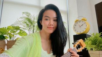 Menulis Lagu Jadi Cara Hilangkan Stres ala Yura Yunita