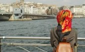 Warna Hijab yang Sesuai Kulit Perempuan Indonesia