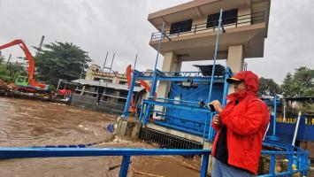Jakarta Terendam Banjir, Anies Instruksikan Anak Buahnya Selamatkan Warga